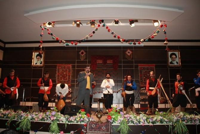 برگزاری اجرای زنده گروه موسیقی محلی درنا درشهرستان شهریار+ گزارش تصویری