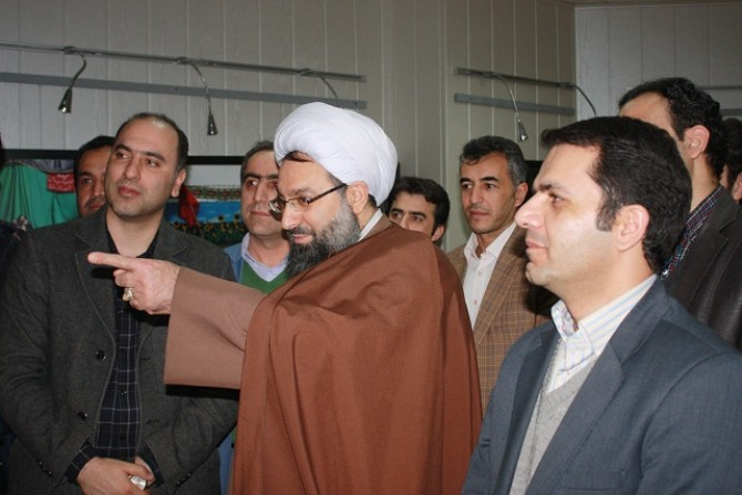 بازدید رئیس شورای فرهنگ عمومی شهرستان شهریار از نمایشگاه عکس سوگواره عاشورائی
