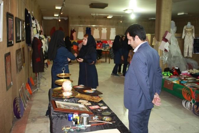 افتتاح نمایشگاه دست سازه های هنرآموزان وهنرجویان کاردانش پویندگان  شهرستان شهریار