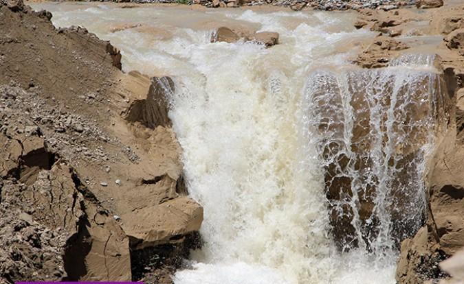 افزایش سطح آب سفره های زیرزمینی با اتخاذ تدابیر لازم؛ بازدید فرماندار از عملیات اجرایی مدیریت ،ساماندهی و هدایت آب های جاری