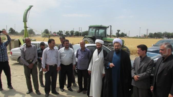دیدار  امام جمعه شهریار به اتفاق مدیران کمیته امداد و جهاد کشاوزی شهریار از کشاورزان منطقه