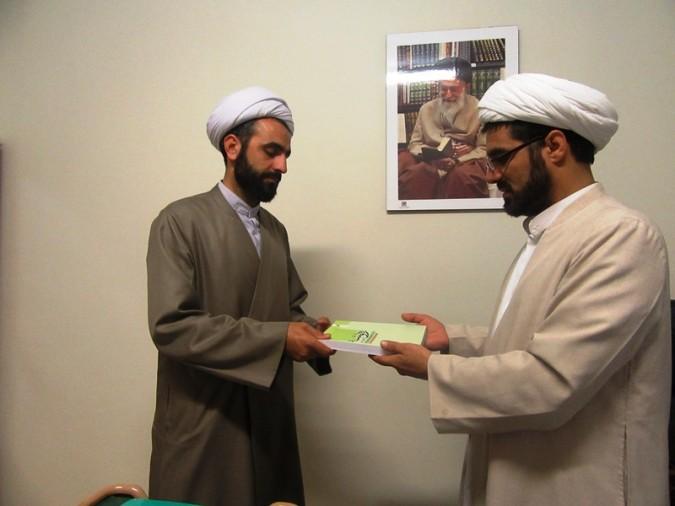 توزیع ۳۵ جلد کتاب ره توشه راهیان نور ویژه رمضان در بین روحانیون مستقر شهریاروملارد