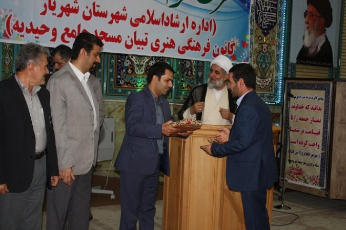 مراسم اختتامیه و تجلیل از خادمان ، حافظان و فعالان قرآنی درشهرستان شهریار
