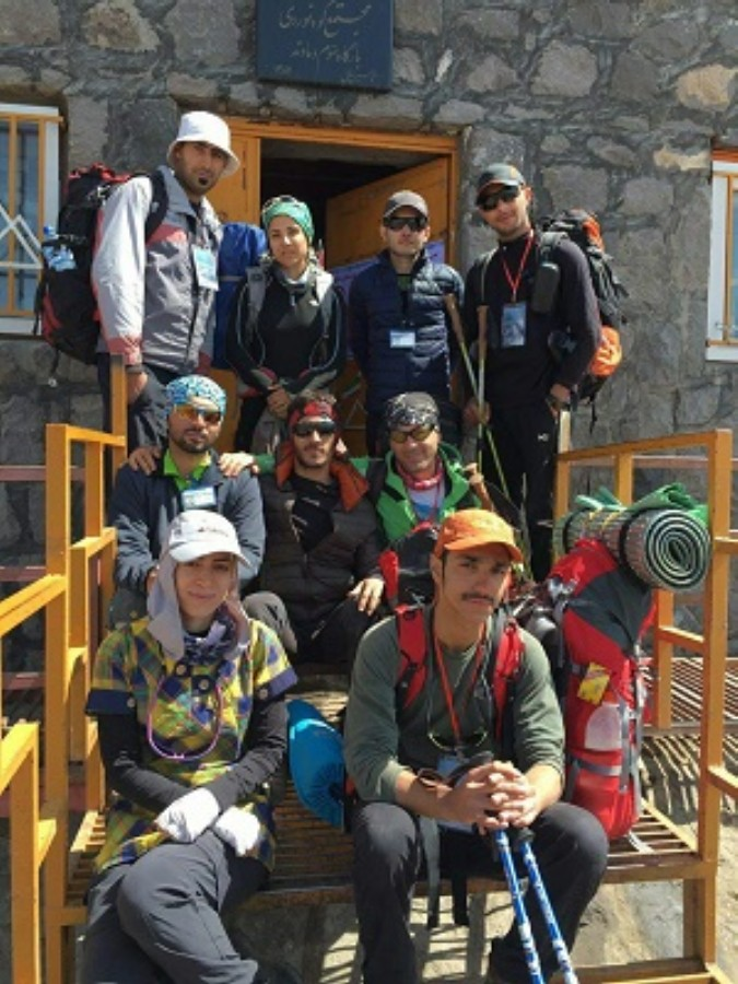 حضور کوهنوردان شهریاری در ستاد حفظ محیط زیست کوهستان فدارسیون کوهنوردی در قله دماوند