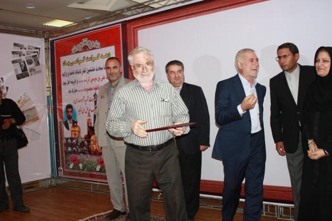 تجلیل از پیشکسوت عرصه خبر شهرستان شهریار در همایش تجلیل از خبرنگاران استان تهران