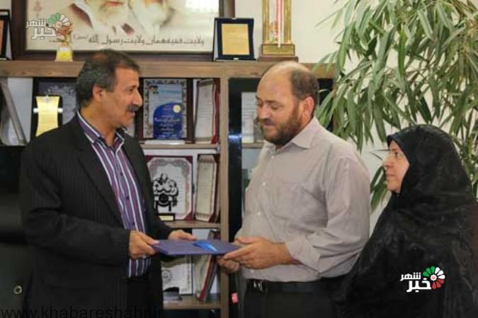 تقدیر خانواده شهید مدافع حرم (عباس آبیاری ) از رئیس اداره ورزشض و جوانان شهریار
