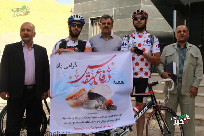 بدرقه دوچرخه سواران حامل پیام شهداء در هفته دفاع مقدس
