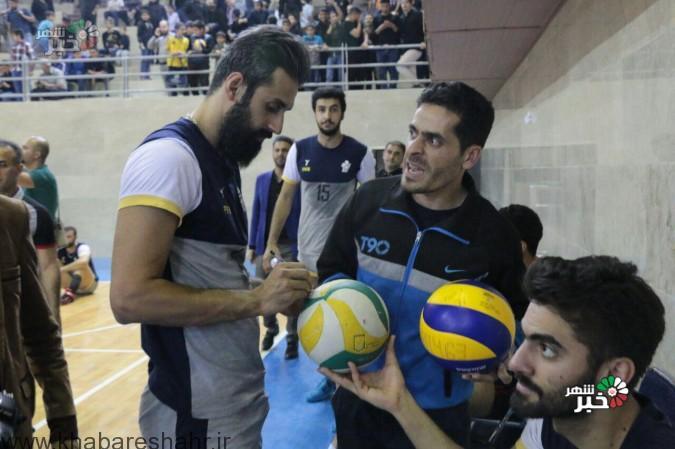 گزارش تصویری بازی والیبال بین تیم های پیکان وشهریاردرسالن شهدای اقتدارعباس آباد