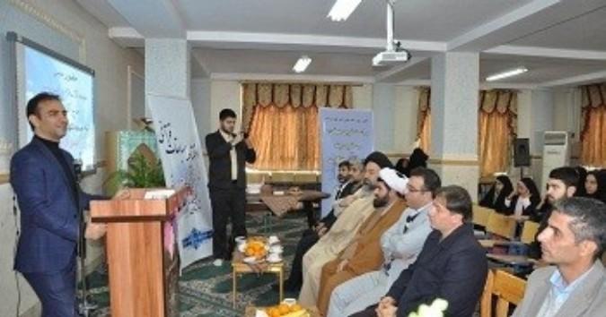 قرآن روش درست زیستن را به انسان میآموزد