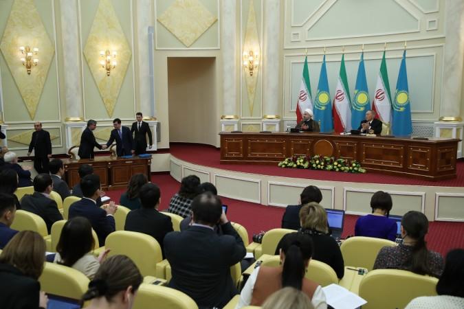 در حضور روسای جمهور ایران و قزاقستان: تهران و آستانه پنج سند همکاری امضا کردند
