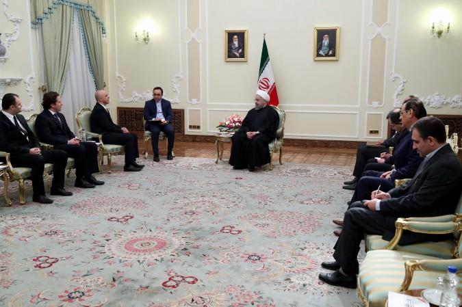 رییس جمهوری هنگام دریافت استوارنامه سفیر جدید رومانی در تهران: