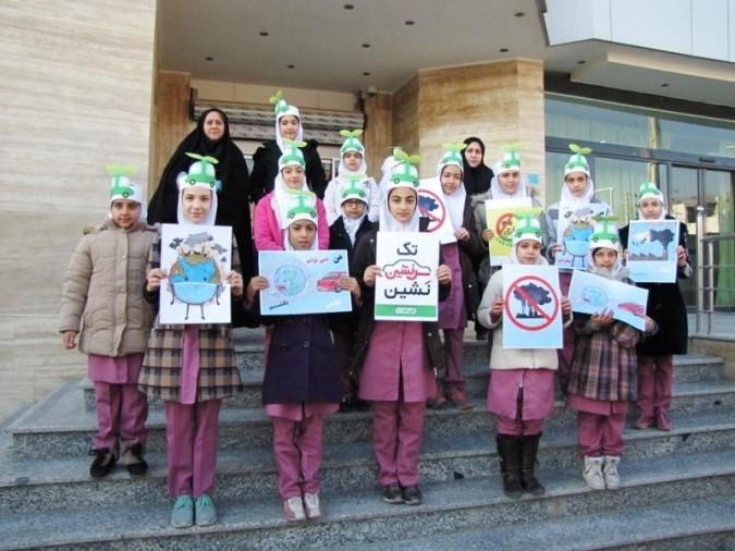 بازدید دانش آموزان شهر قدسی از شهرداری منطقه 2 با شعار آسمان آبی،هوای پاک