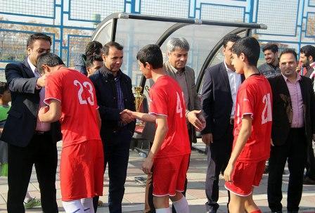 قهرمانان رقابتهای فوتبال لیگ برتر و دسته یک شهرستان قدس در سال95 معرفی شدند.