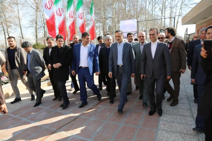 حضور وزیر آموزش و پرورش در شهر وحیدیه برای افتتاح پروژه های خیر ساز + عکس