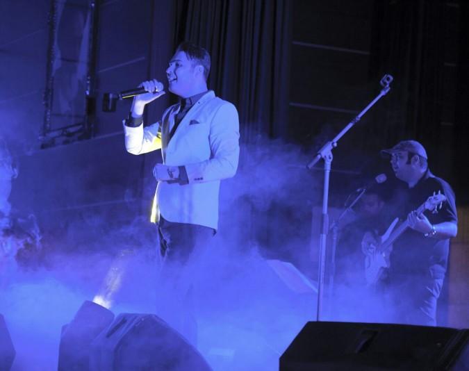 اجرای زنده موسیقی توسط مهدی مدرس درشهرستان شهریار