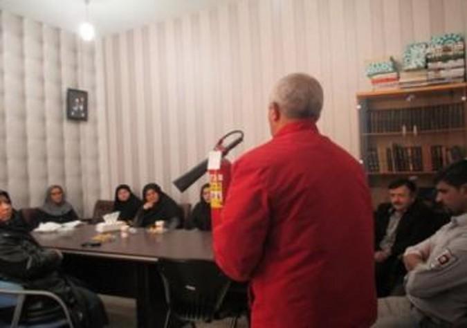 برگزاری کارگاه آموزشی اطفاء حریق در کتابخانه مرکزی شهرستان قدس