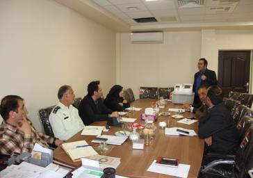 آشنائی اعضای کمیته تبلیغات ستاد انتخابات شهرستان ملارد با دستگاه الکترونیکی اخذ رای