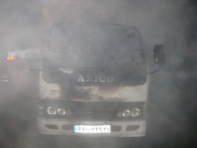 یکدستگاه کامیونت آمیکو در شهریار طعمه حریق شد
