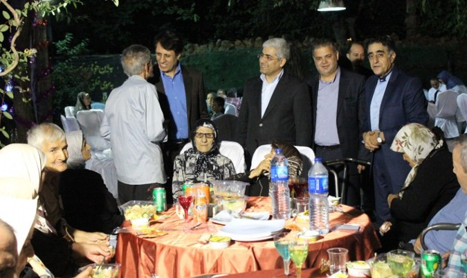 مراسم ضیافت افطار در آسایشگاه سالمندان شریف