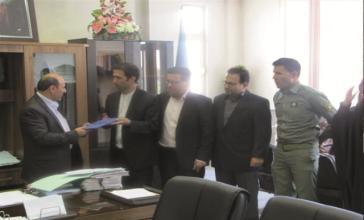 اعطای لوح تقدیر از سوی مدیر کل حفاظت محیط زیست استان تهران از دادستان شهرستان قدس