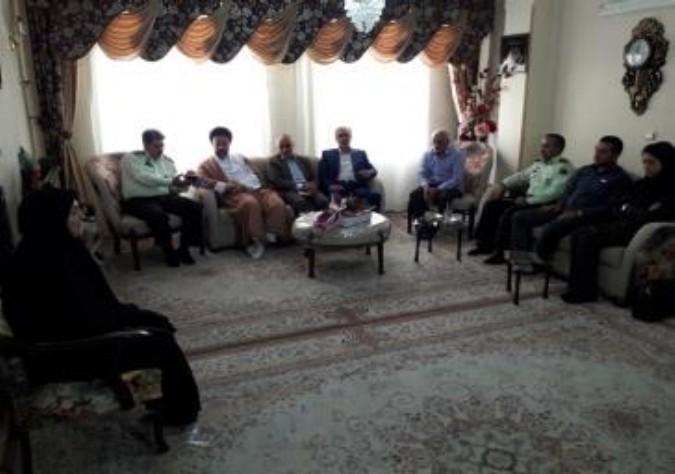 ادای احترام مسئولان شهرستان ملارد به خانوداه شهید علی احمدنژاد