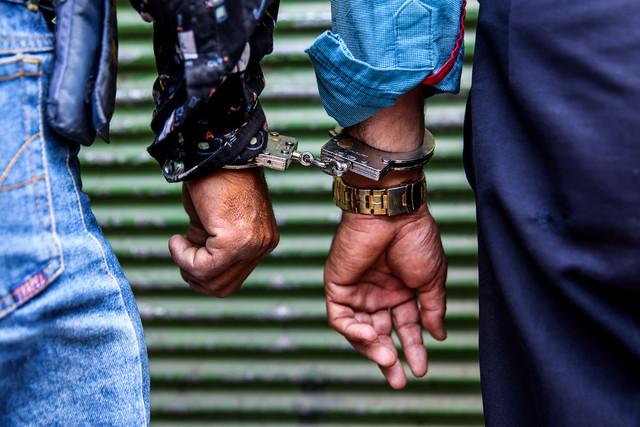 دستگیری توزیع کنندگان مواد مخدر با همکاری ماموران پلیس مبارزه با مواد مخدر شهریار