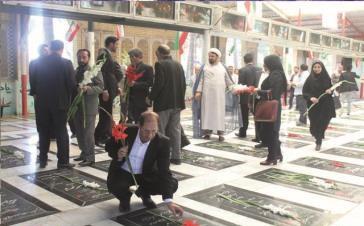 ادای احترام اعضای شورای شهر جدید شهر قدس به مقام شهداء