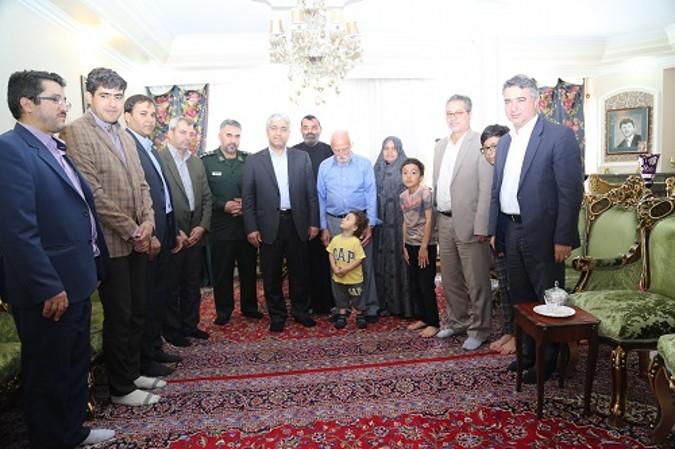 دیدار ودلجویی مسئولین از خانواده معظم شهیدان سید یحیی ترابی و مهران عیار اسدی