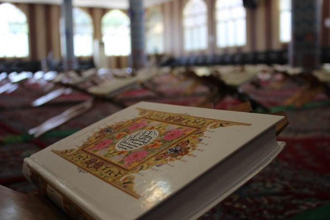 شوق حافظ قرآن شدن درآستان مقدس امامزاده اسماعیل (ع)