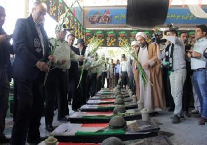 گلباران مزار شهدا در ملارد به مناسبت هفته ناجا صورت گرفت