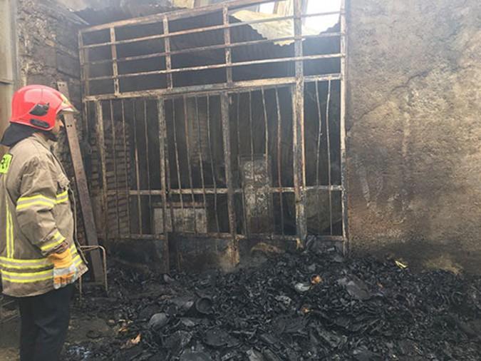 آتش سوزی گسترده کارگاه تولیدی لاستیک در شهریار