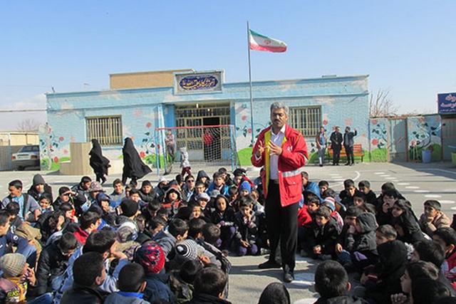 دانش آموزان چند مقطع تحصیلی درشهریارآموزش های اصول ومبانی حریق وایمنی دربرابر زلزله را طی نمودند