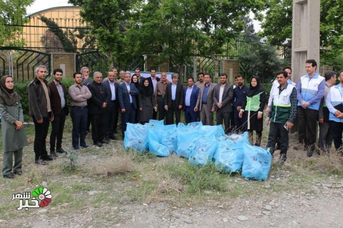 گرامیداشت روز هوای پاک و پاکسازی محوطه شهرک اداری توسط مسئولین شهرستان شهریار