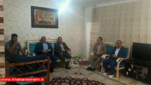 دیدار صمیمی با جانباز مدافع حرم توسط مسئولین شهری وشهرستانی در شهریار + گزارش تصویری