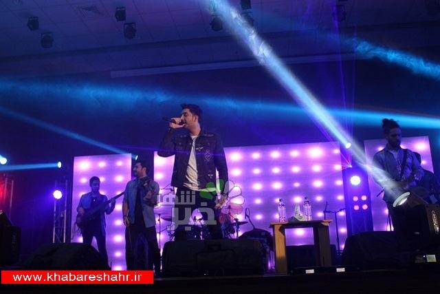 اجرای زنده گروه موسیقی به خوانندگی فرزاد فرزین در شهریار