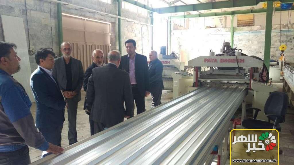 بازدید فرماندار ملارد از یک واحد تولیدات فلزی شهرستان ملارد