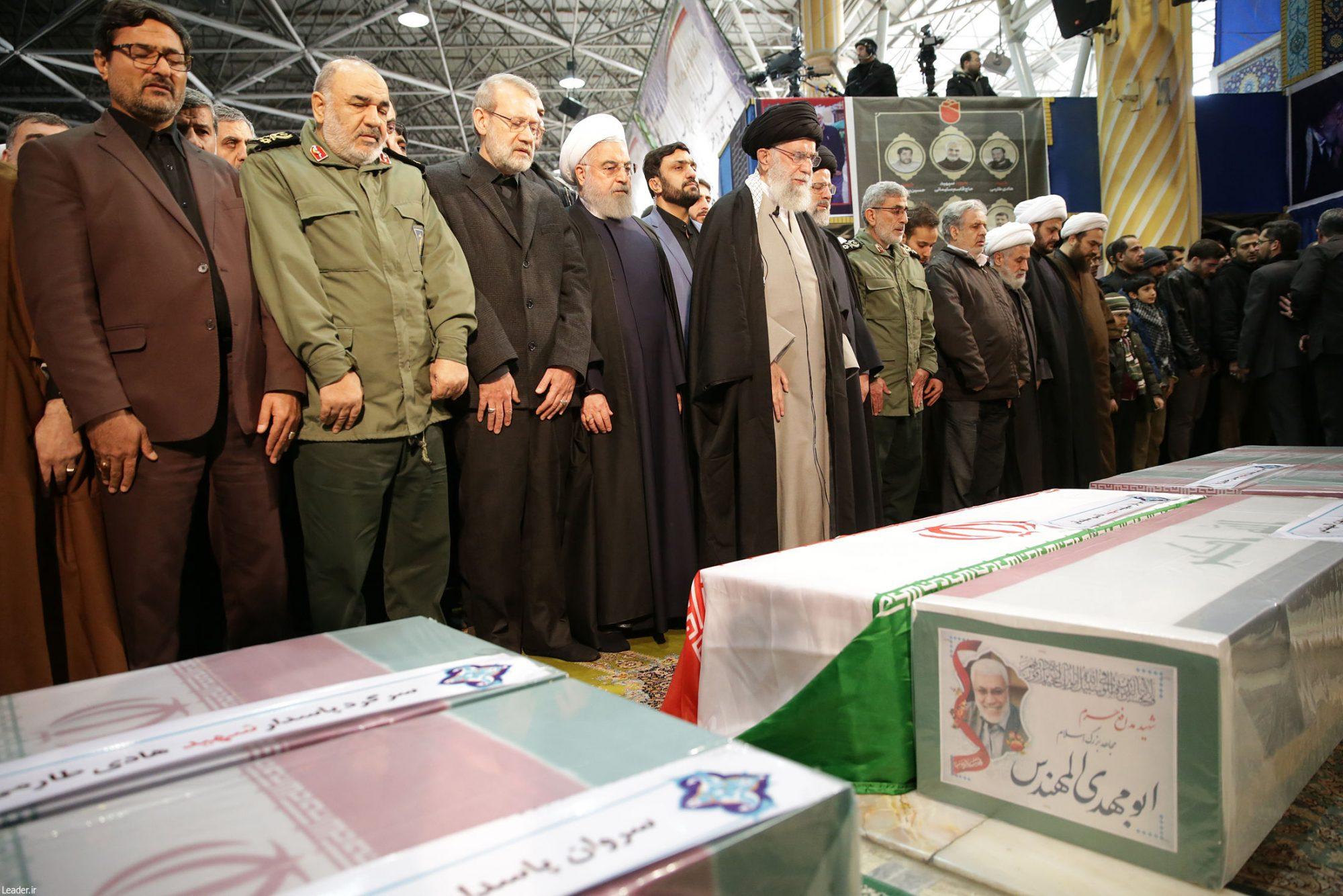 اقامه نماز بر پیکر شهید سپهبد سلیمانی توسط رهبر انقلاب
