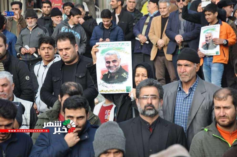مردم ملارد پس از نماز جمعه به راهپیمایی و عزاداری سردار سلیمانی پرداختند