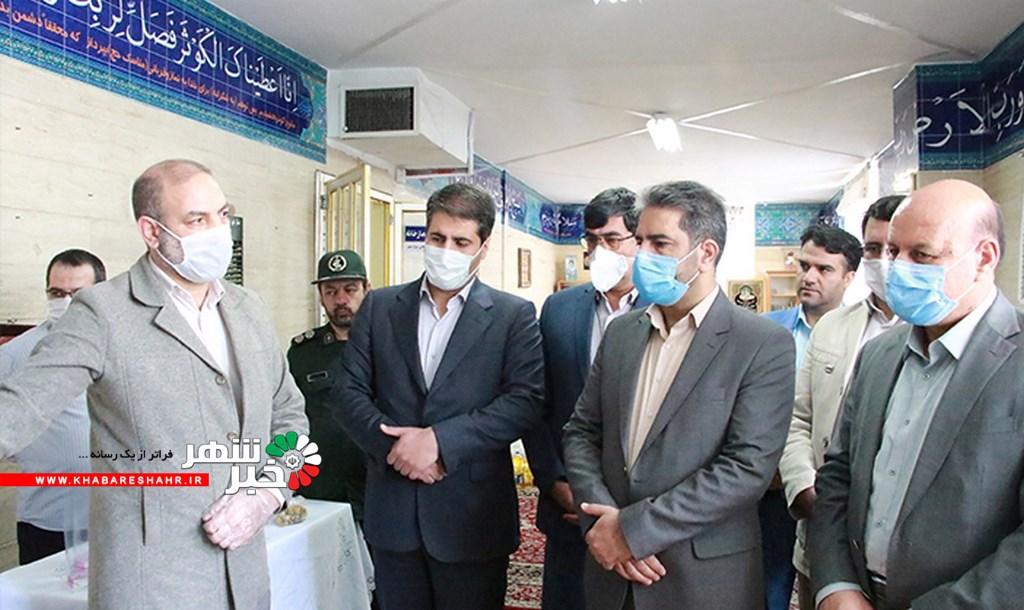 بازدید فرماندار شهرستان شهریار از محل تولید ماسک در مدرسه خدیجه کبری(س) شهریار