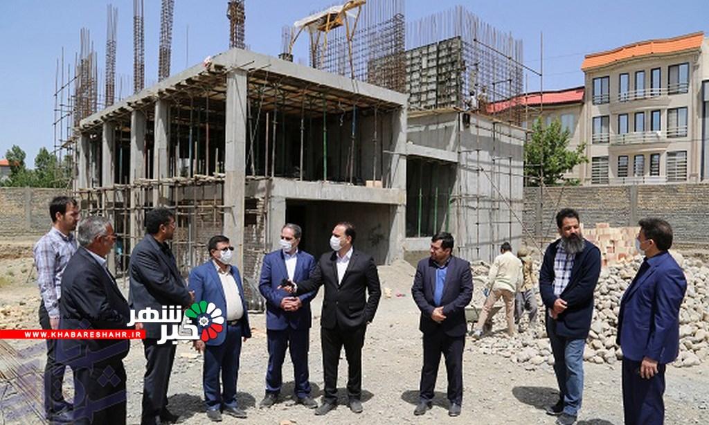 بازدید شهردار و اعضای شورای اسلامی از پروژه های عمرانی و خدماتی در حال احداث