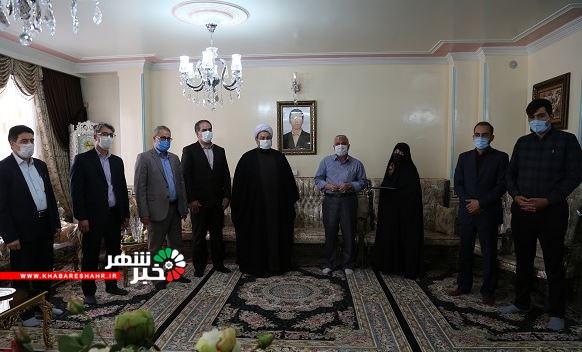 دیدار ودلجویی مسئولین شهرستان شهریار از خانواده معظم شهید مدافع حرم مجتبی یدالهی