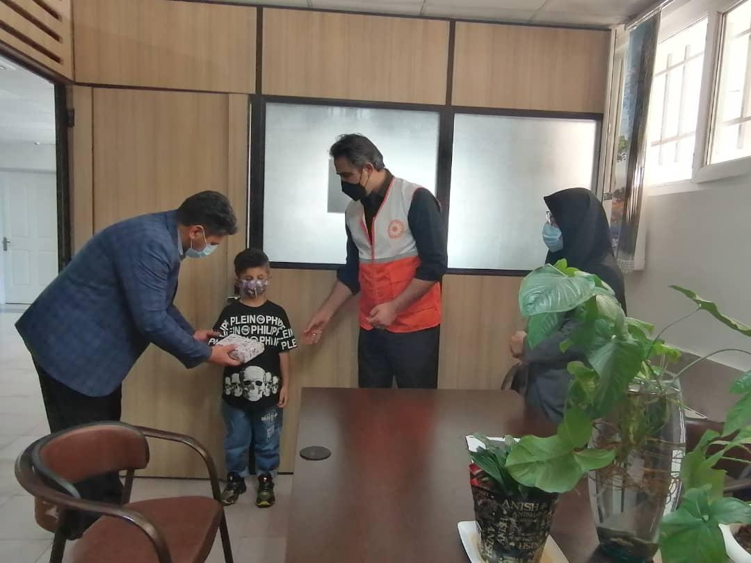 تقدیر از کودک روشندل به مناسبت هفته بهزیستی در شهرستان ملارد