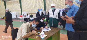 همکاری خادمیاران رضوی ملارد در طرح ملی واکسیناسیون کرونا